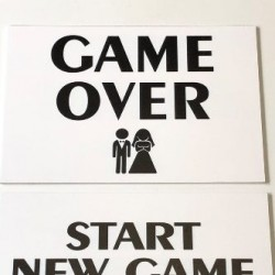 Сватбена табела Game over