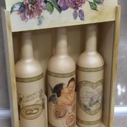Комплект бутилки за наричане с дървена декорирана кутия