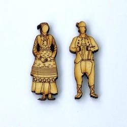 Дървени фигурки народни носии